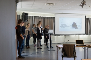 Line and Synnøve presenting at a seminar in Åndalsnes.