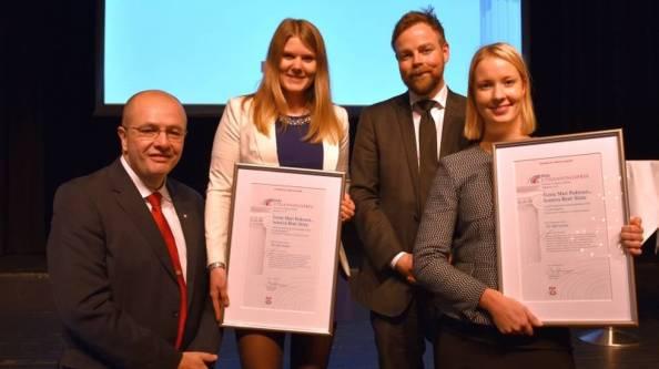 jonny-og-torbjorn-deler-ut-prisen